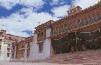 昌都强巴林寺