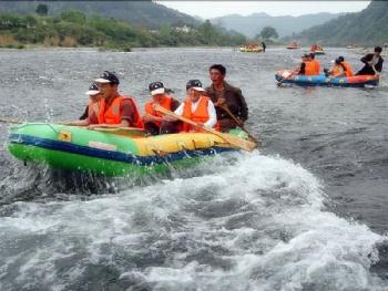 龙贡峡谷漂流